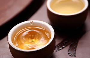 夏季饮热茶可解暑
