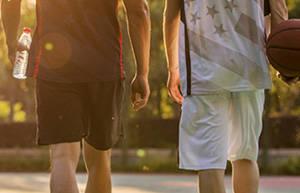 为什么男性青少年会遗精?