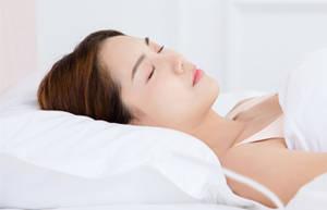 睡觉时枕头的高度多少为宜?