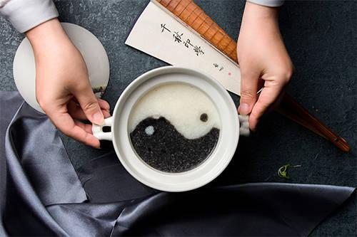 黑米粥和白米粥哪个更有营养价值?