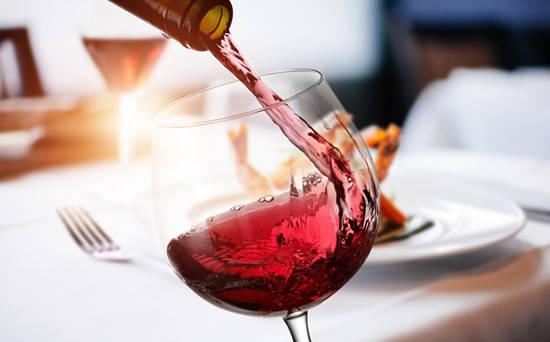 常饮葡萄酒有利健康