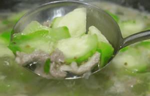 夏季推荐食谱:丝瓜肉片汤