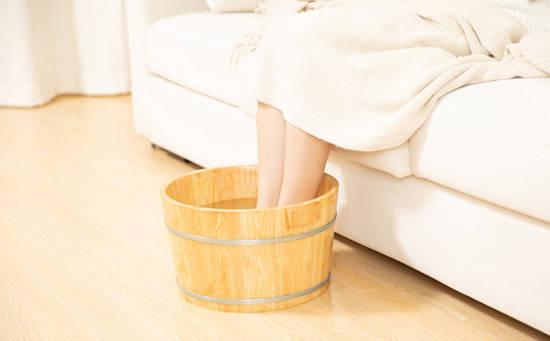 泡脚助你改善湿热和寒湿