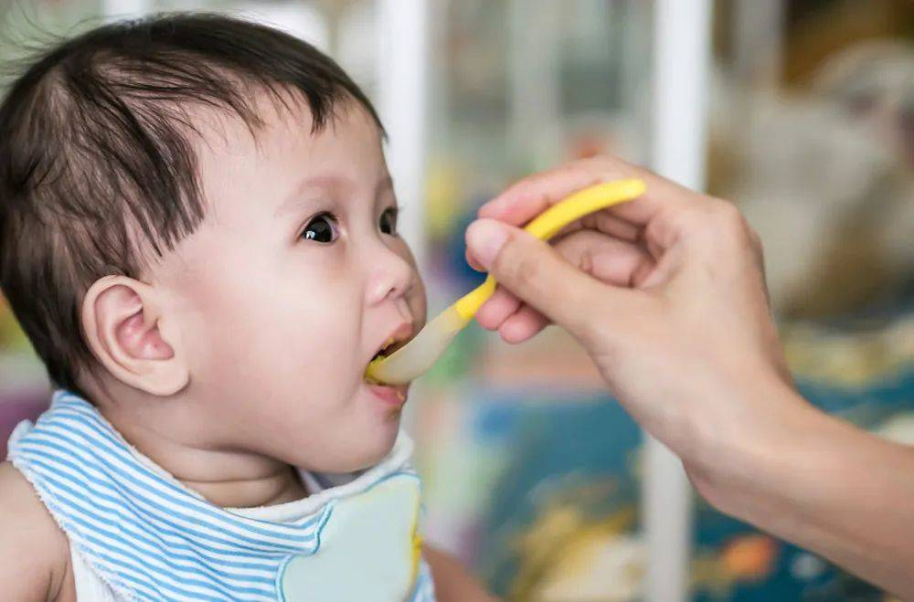 夏季喂宝宝吃饭