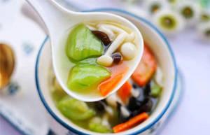 冬季进补宜吃些湿热、补脾补肾的食物