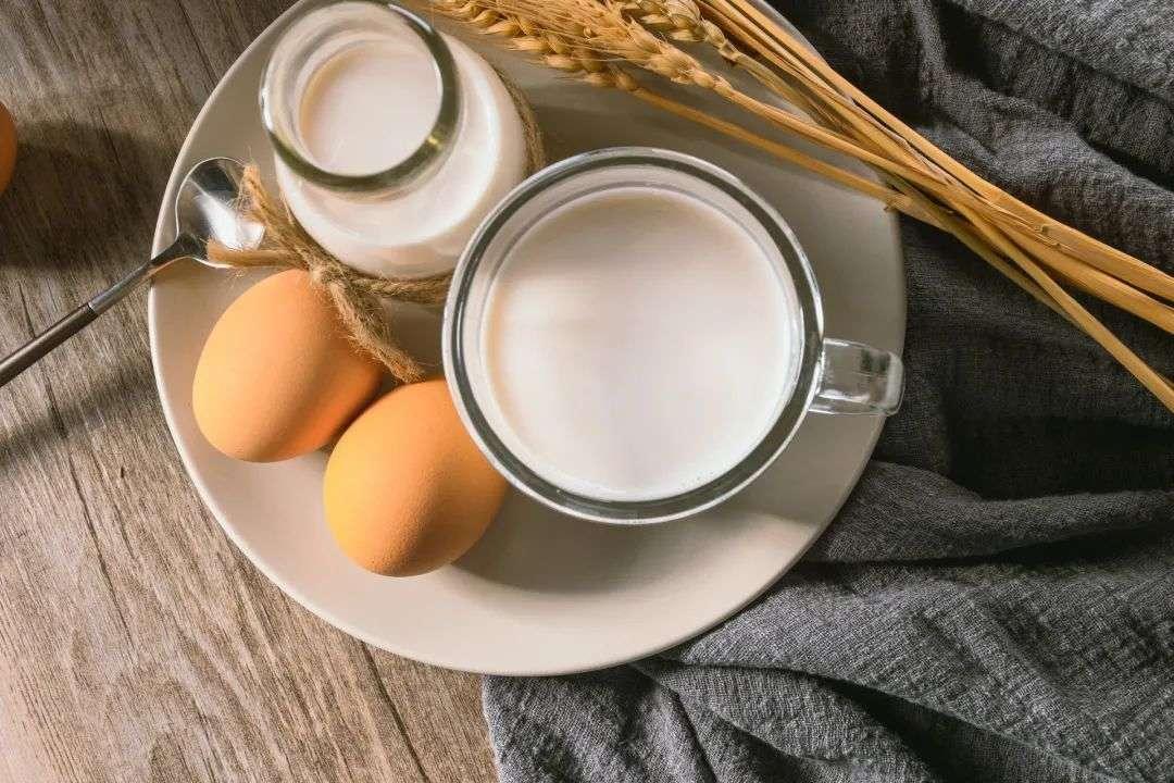 牛奶鸡蛋早餐