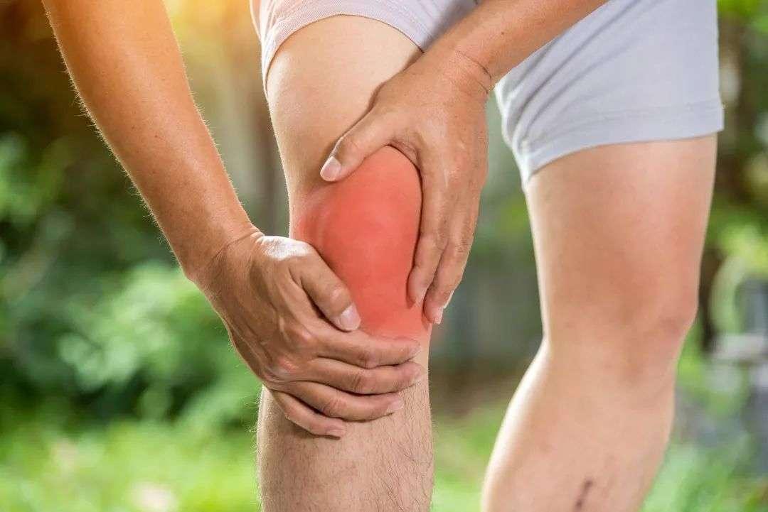 膝关节积液该不该抽