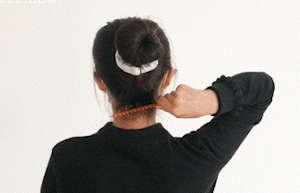每天用梳子按摩3分钟,防病养生