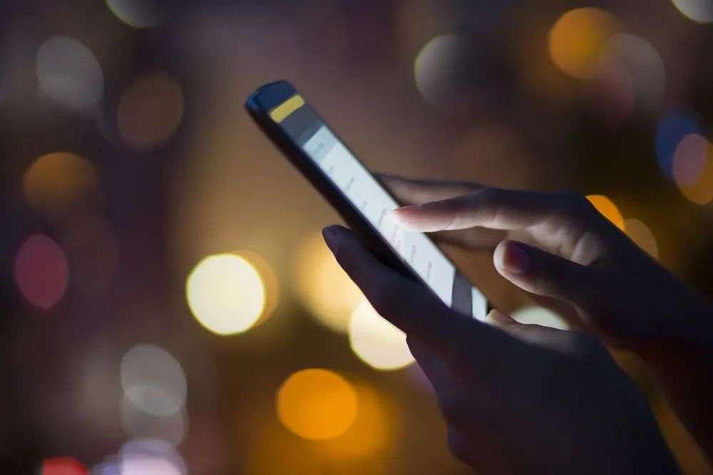 长时间玩手机