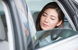 为什么有些人一坐车就想睡觉?如何缓解困意?