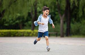 """小孩一跑步就咳嗽?""""迎风咳嗽""""的中医治疗方"""