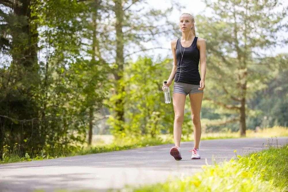 每天走路的最佳步数及健康走法