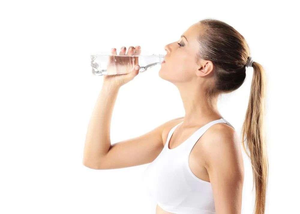 夏季该怎样补水