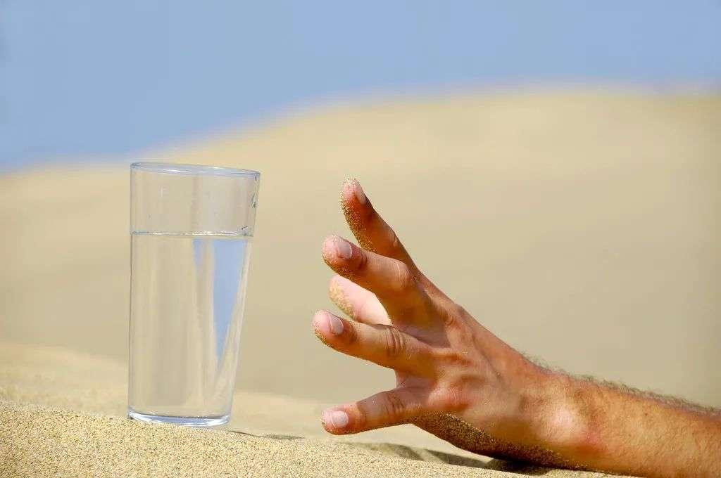 夏季要多补水