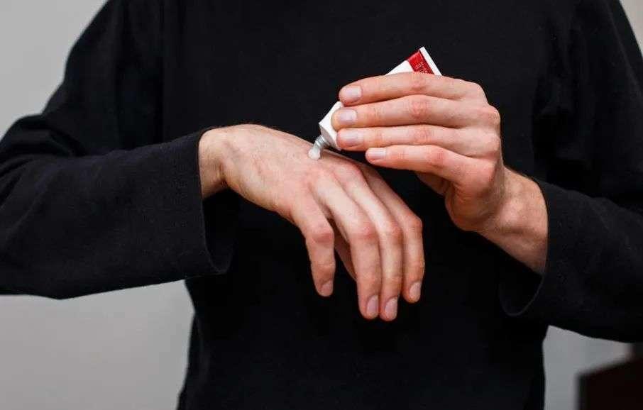 如何正确使用红霉素软膏
