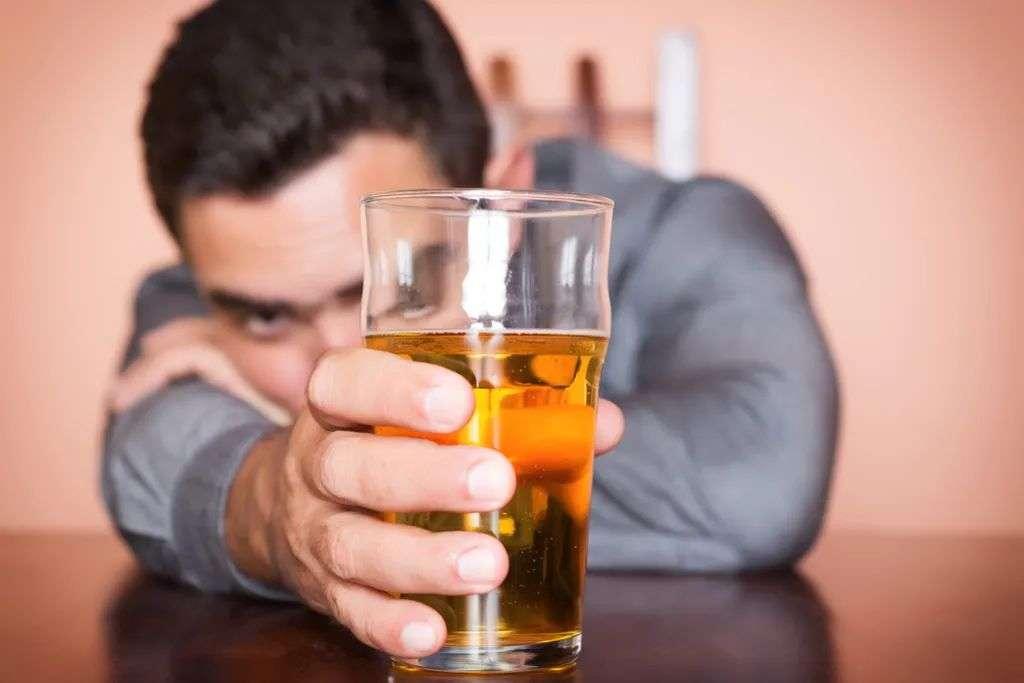 睡眠质量差的人别喝酒
